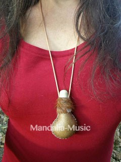 Hochet chamanique pendentif Mama